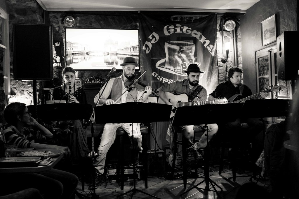 Come à la Cave présente « Saturday Live Music » with Gypsy Fusion Across The Centuries